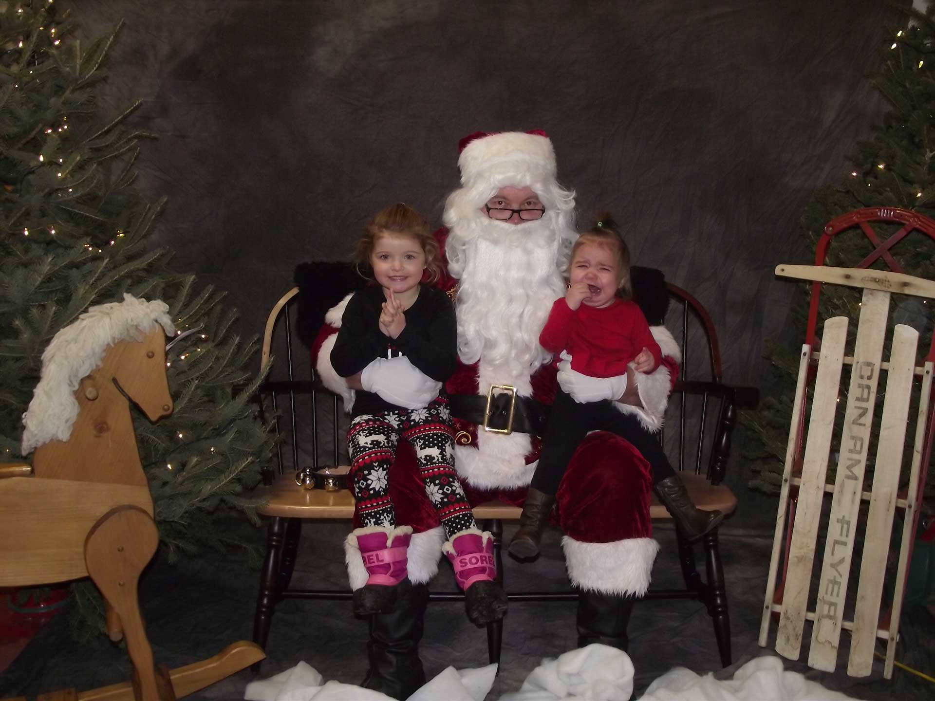 Milk & Cookie Night with Santa – A New Tradition? (Decorative Picture: Children with Santa)